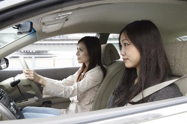 「車を運転中」の画像検索結果